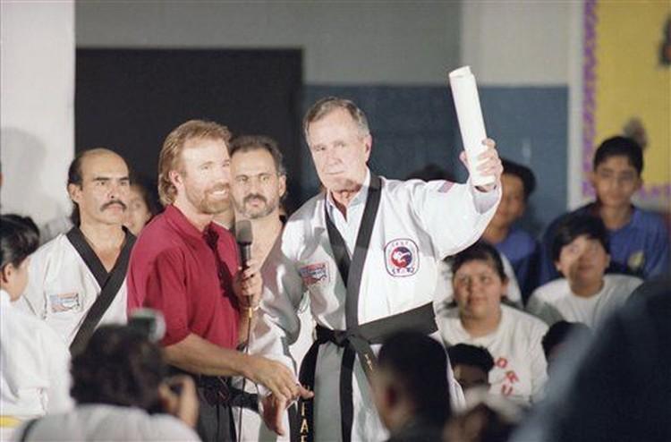 Chuck Norris i George Bush