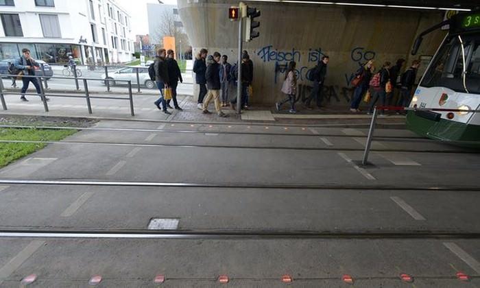 Augsburg testuje ostrzeganie pieszych przed nadjeżdżającym tramwajem