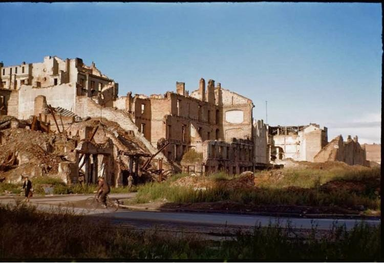 Warszawa po wojnie - zniszczone budynki