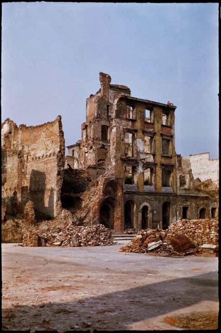 Zniszczenia w powojennej Warszawie
