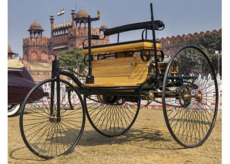 pierwszy samochod