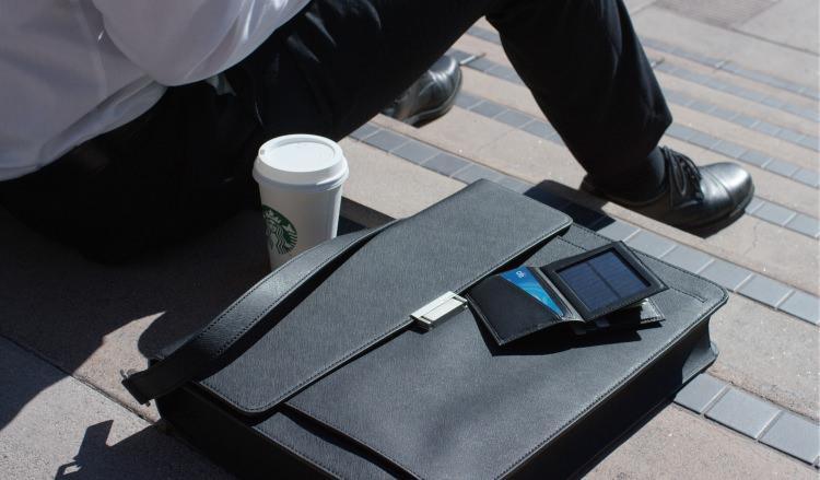 Solar Wallet - portfel i ładowarka w jednym