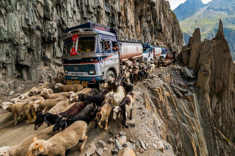 Zoji La Pass - najniebezpieczniejsze drogi świata