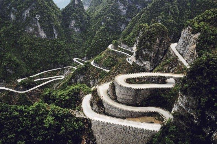Droga w górach Tianmen