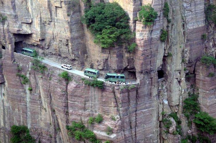 najniebezpieczniejsze drogi na świecie - tunel Guoliang