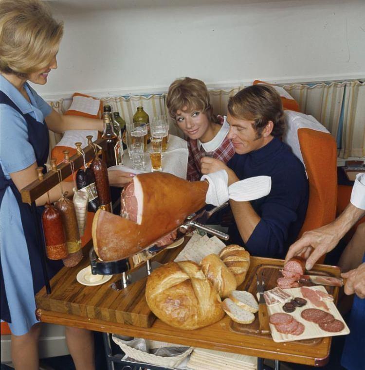 Darmowe posiłki w samolotach