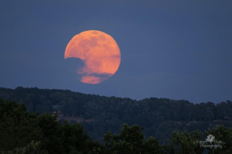 księżyc truskawkowy