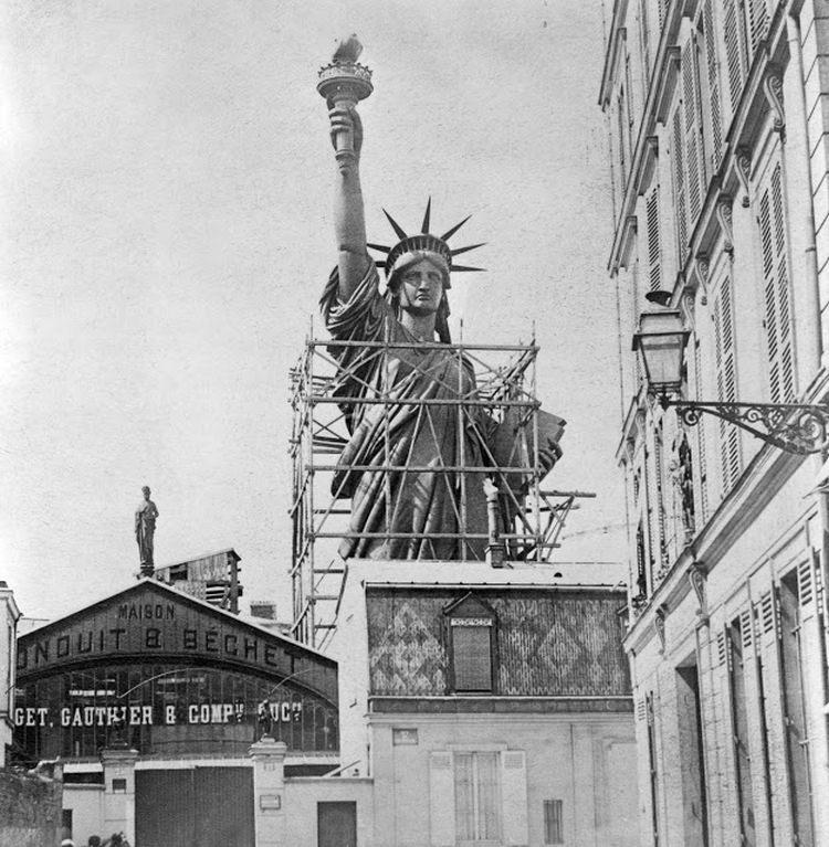Statua Wolności podczas budowy w Paryżu