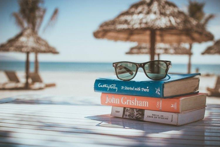 książka na wakacjach - co warto zabrać
