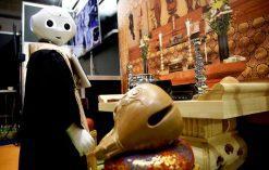 Pepper robot pogrzebowy