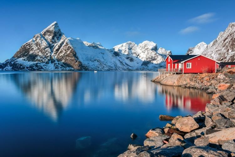 tradycyjne wioski rybackie na Lofotach w Norwegii