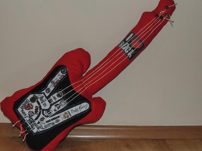 poduszka w kształcie gitary