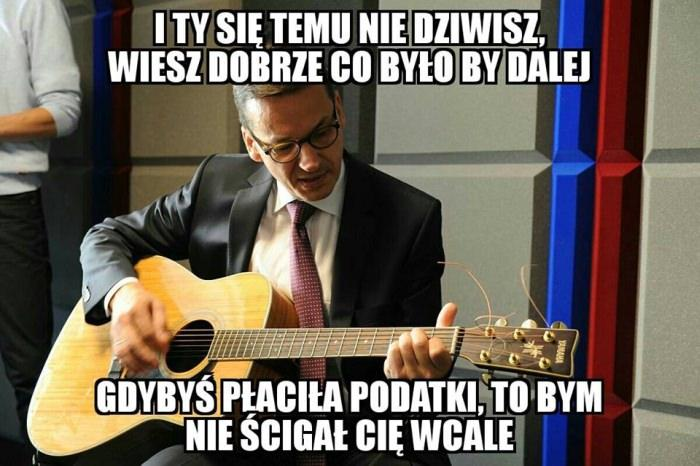 Morawiecki z gitarą - memy
