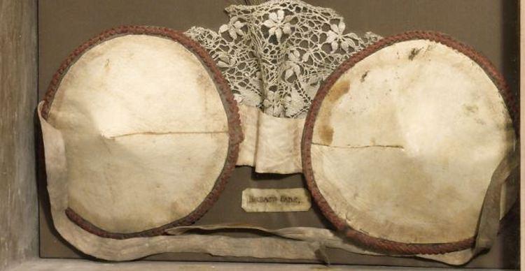 Biustonosz, który używano w okolicach 1880 roku