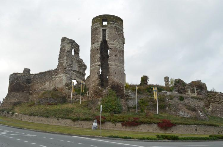 Ruiny zamku w Champtoce-sur-Loire