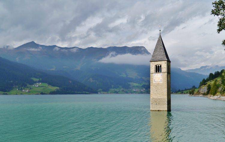 Kościół Altgraun w jeziorze Reschen, Włochy
