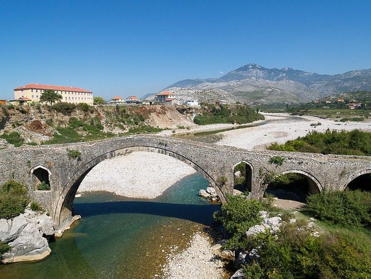 kamienny most Mesi w Albanii