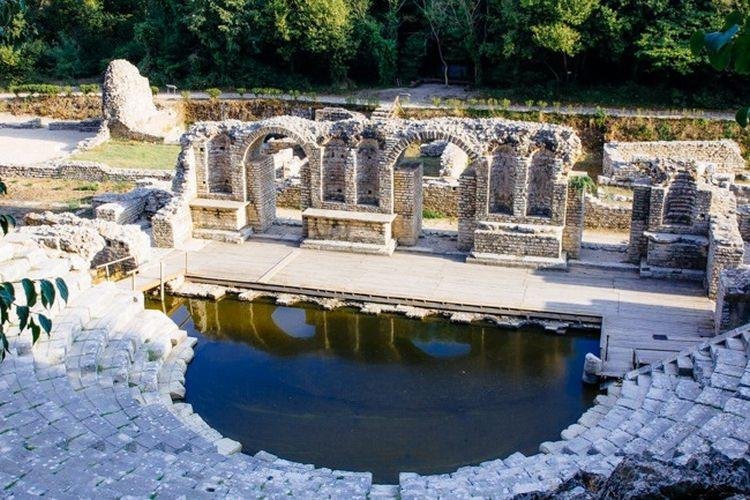ruiny greckiego amfiteatru Butrint