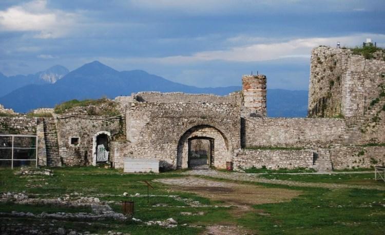 Zamek Rozafa w Albanii