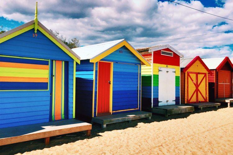 kolorowe domki plażowe w okolicach Melbourne