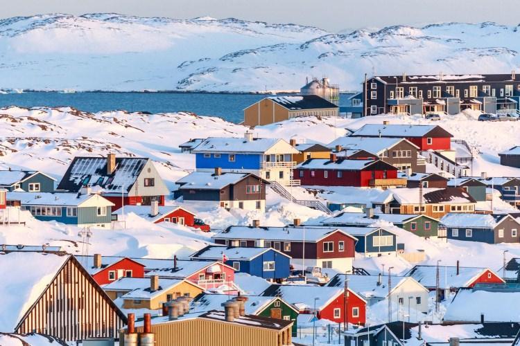 Nuuk - kolorowe miasto na Grenlandii