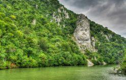 Statua króla Decebala w Rumunii