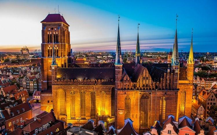 największy ceglany kościół w Polsce