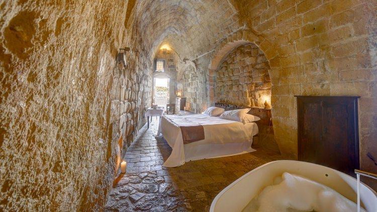 hotel w skalnej grocie Włochy