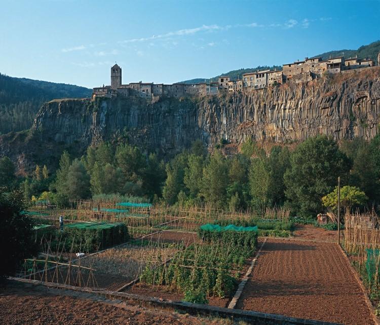 castellfollit de la roca - miasto na skale