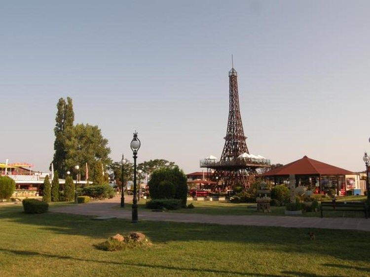 replika wieży Eiffla