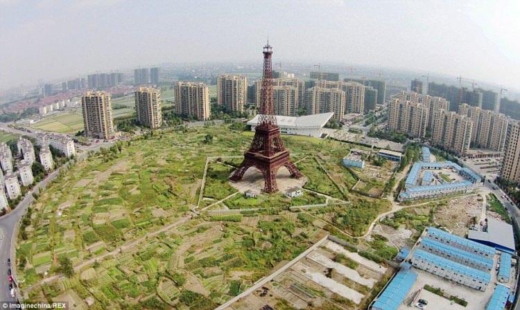 replika wieży Eiffla w Chińskim Tianducheng