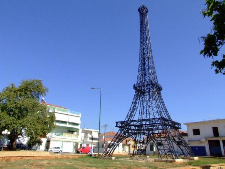 replika wieży Eiffla Filiatra