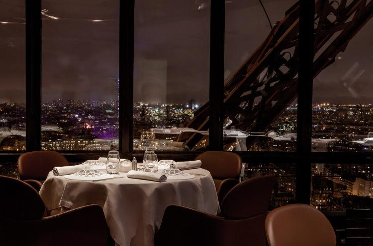 restauracja na wieży Eiffla