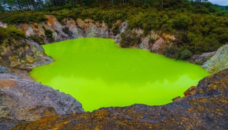 Diabelskie Jezioro – Wai-O-Tapu (Nowa Zelandia)