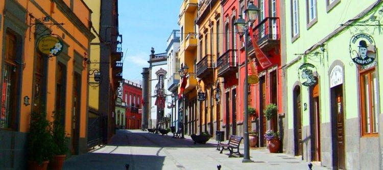 wąskie uliczki w Arucas