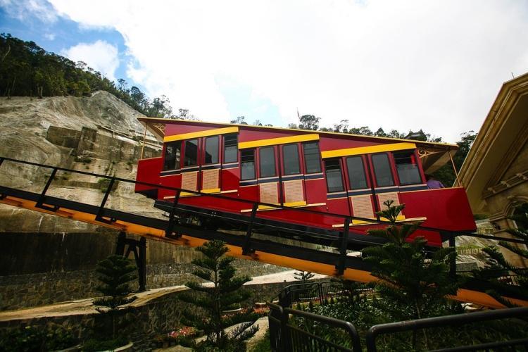 Kolejka w stylu szwajcarskim w parku Sunworld