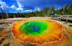 kolorowe jeziora na świecie - Laguna Colorada – Morning Glory Pool w parku Yellowstone