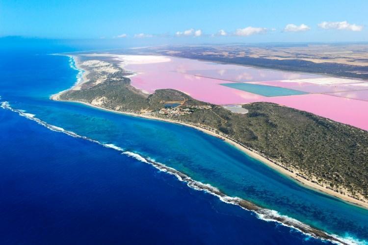 kolorowe jeziora na świecie - Pink Lake – różowe jezioro w Senegalu