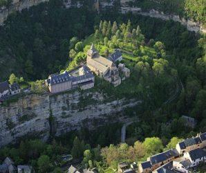 """Bozouls: francuskie miasto położone nad """"dziurą"""""""
