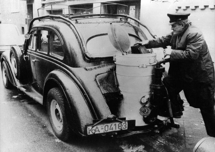 samochód napędzany paliwem drzewnym