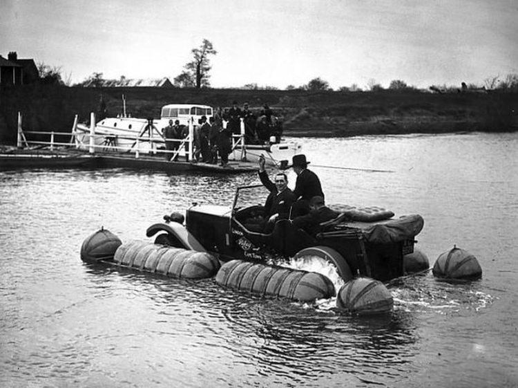 pływające samochody z przeszłości