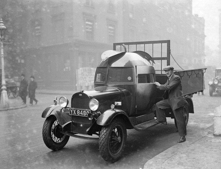 dziwne samochody z przesłości - ciężarówka w kabiną w kształcie jabłka