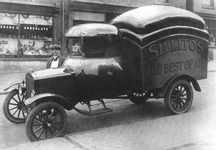 dziwne samochody z przeszłości - ciężarówka z paką w kształcie chleba