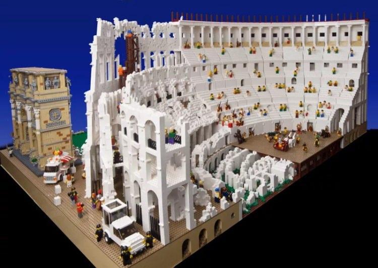 Rzymskie Koloseum zbudowane z klocków LEGO