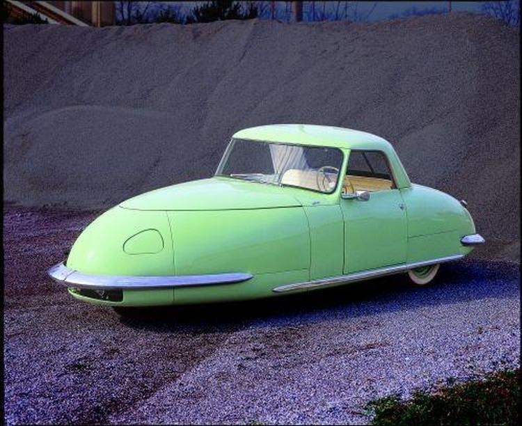 Davis Divan Sedan - trójkołowe auto o futurystycznym wyglądzie