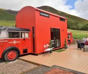 Red Rescue Retreat – wóz strażacki przerobiony na przytulny hotel