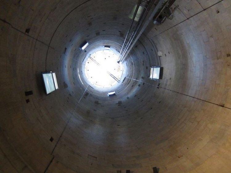 krzywa wieża w Pizie jest pusta w środku