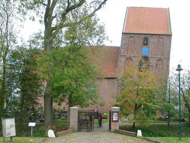 Krzywa wieża kościoła w niemieckim Suurhusen
