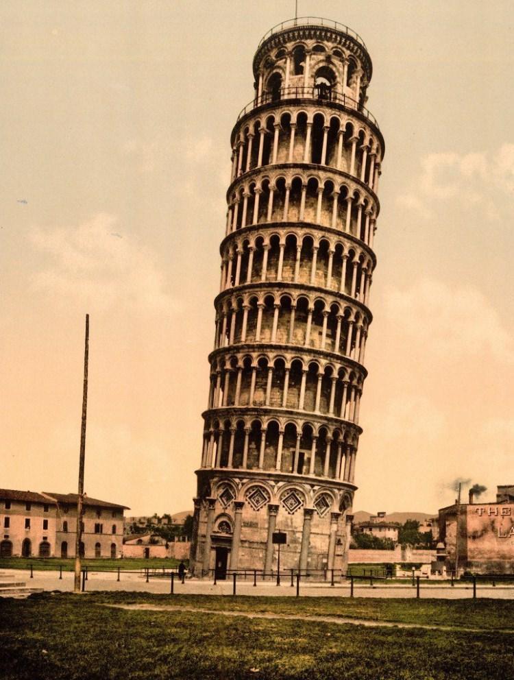 stare zdjęcie Krzywej Wieży w Pizie
