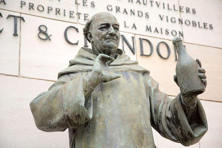 Pomnik dom Pierre'a Pérignona w Moët et Chandon